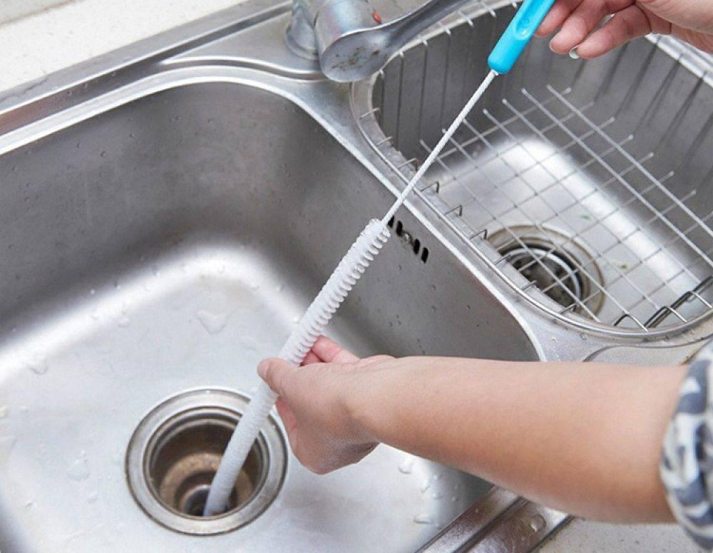 Как и с помощью чего прочистить засор в раковине?