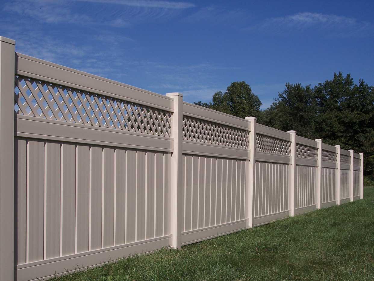 Каким забором можно оградить частный дом — обзор вариантов