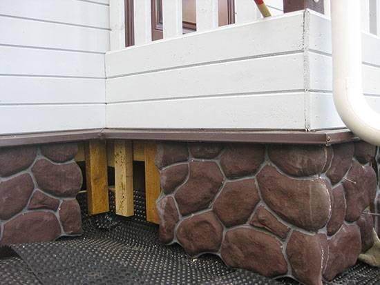 Облицовка цоколя дома искусственным камнем: инструкция