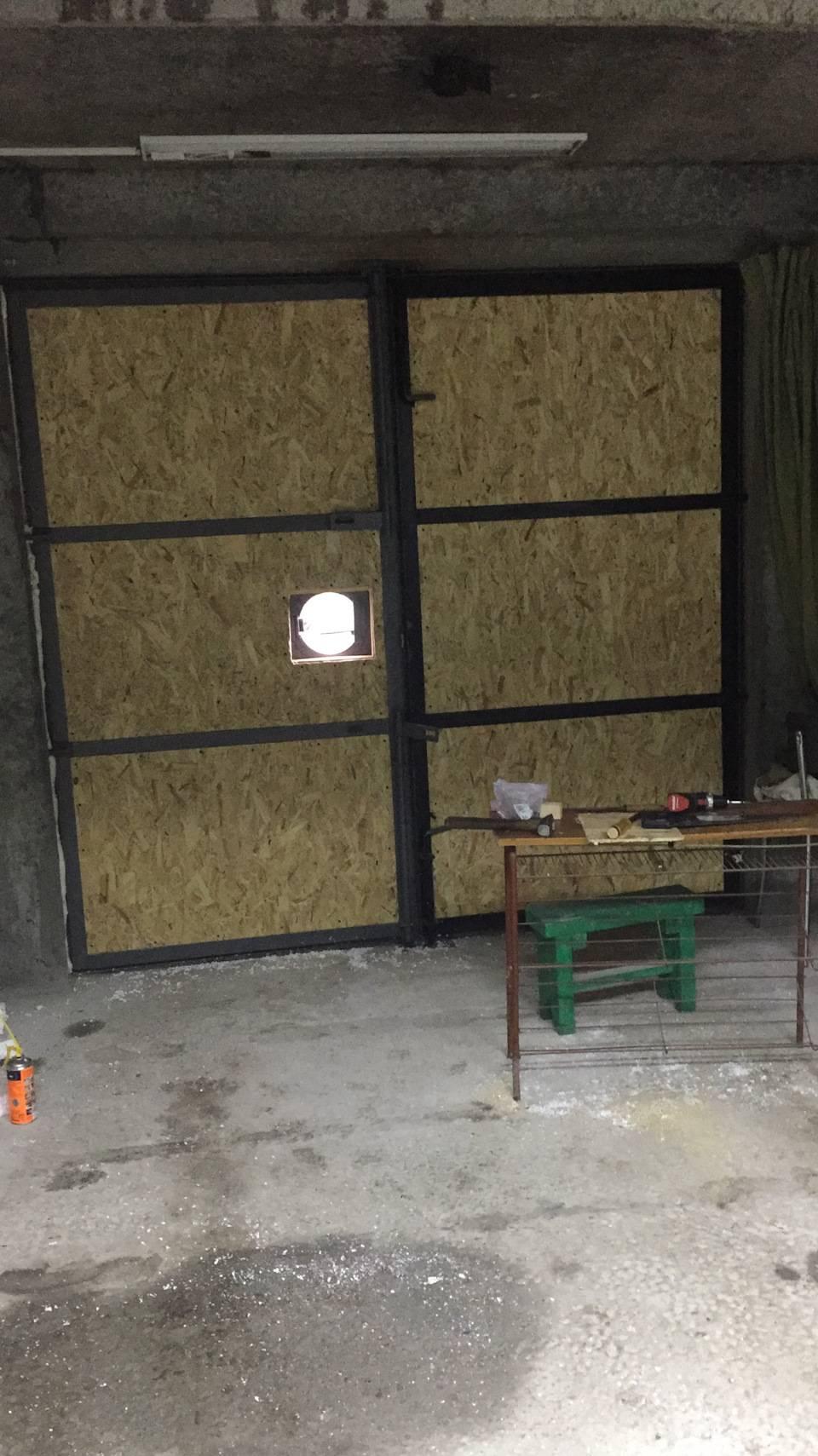 Как утеплить ворота гаража изнутри своими руками