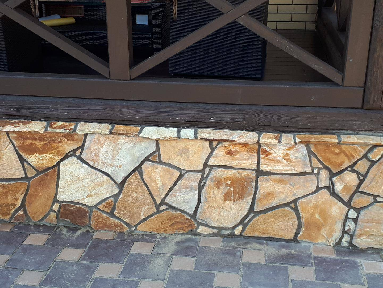 Природный камень для облицовки цоколя дома: описание процесса отделки