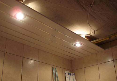 Потолки в ванной (122 фото): какой лучше выбрать, из чего сделать потолок в комнате, зеркальные варианты, тонкости гидроизоляции
