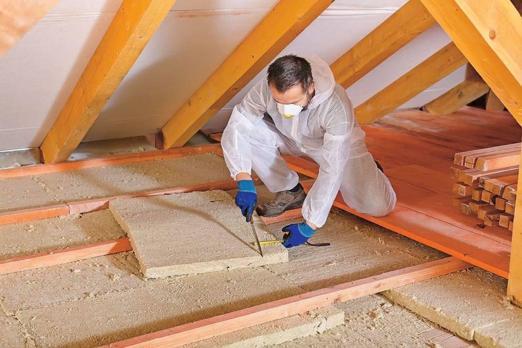 Как утеплить потолок чердака, какой материал лучше: насыпной, рулонный или плитный, подробное фото и видео