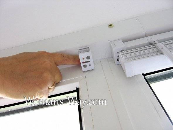 Как правильно повесить жалюзи своими руками: замеры пластиковых окон, видео инструкция по установке