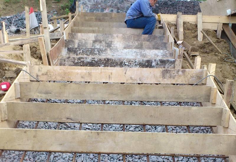 Ступени деревянные на бетонную лестницу: как сделать