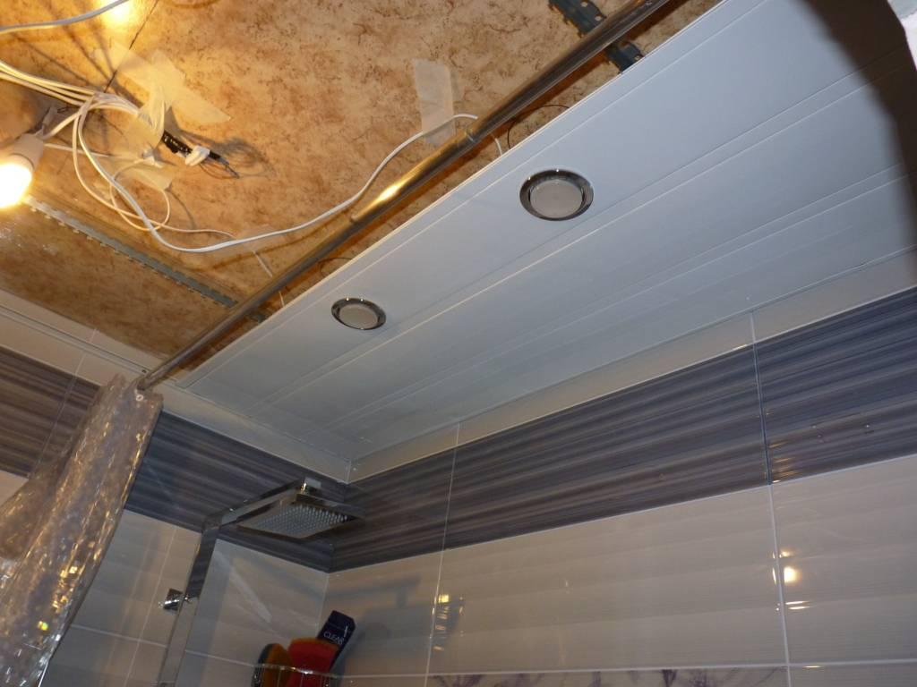 Подвесной потолок в ванной комнате: как сделать навесной потолок для ванной своими руками, что можно сделать с потолком, установка подвесного потолка, как и из чего можно сделать