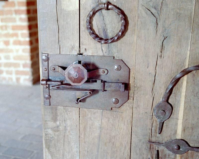 Самые надежные замки для металлических дверей - обзор