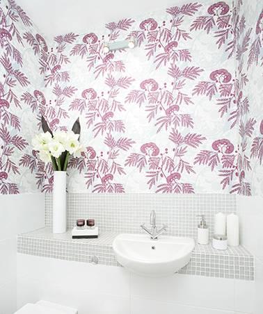 Обои для ванной комнаты: как подобрать лучшее и наклеить правильно