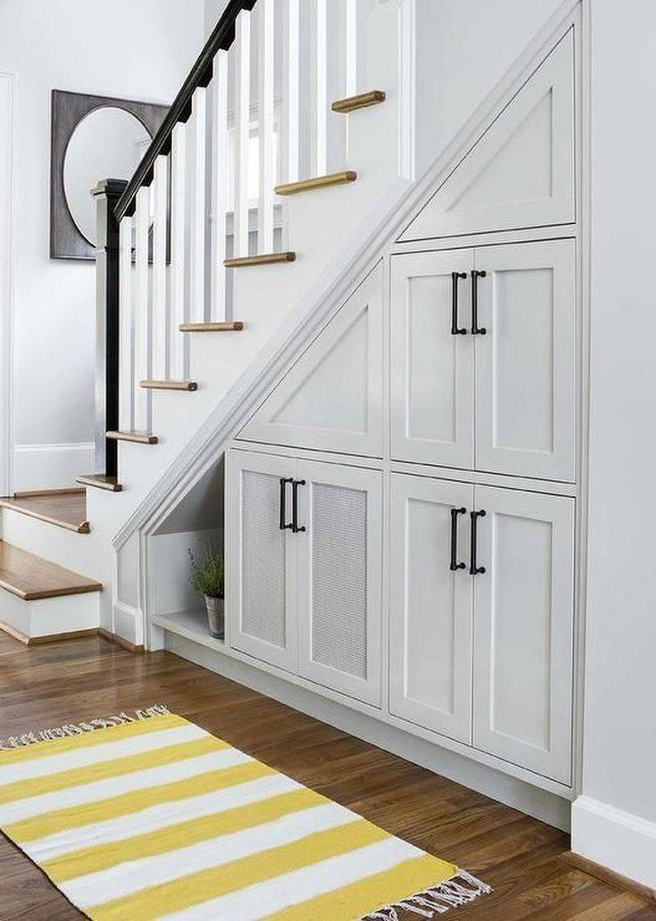 Как сделать кладовку под лестницей в частном доме своими руками: варианты, идеи + фото