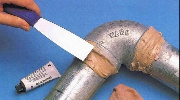 Протекает канализация: чем заделать течь в трубе, на стыке, стояке?