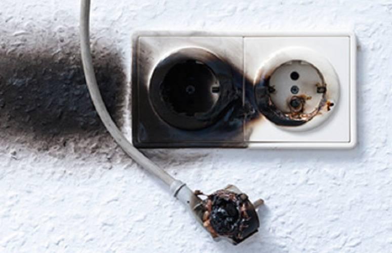 Почему нагревается вилка в розетке - статьи по электромонтажу своими руками