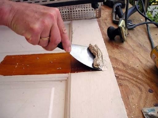 Как очистить и покрасить деревянную межкомнатную дверь