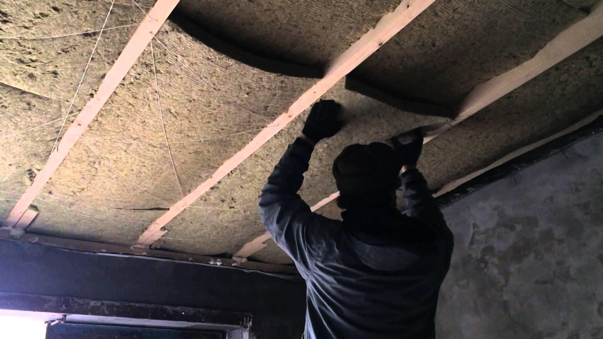 Как утеплить потолок минватой в частном доме: толщина минваты, какая лучше, как правильно уложить утеплитель на потолок, какую минвату выбрать, укладка минеральной ваты на чердак