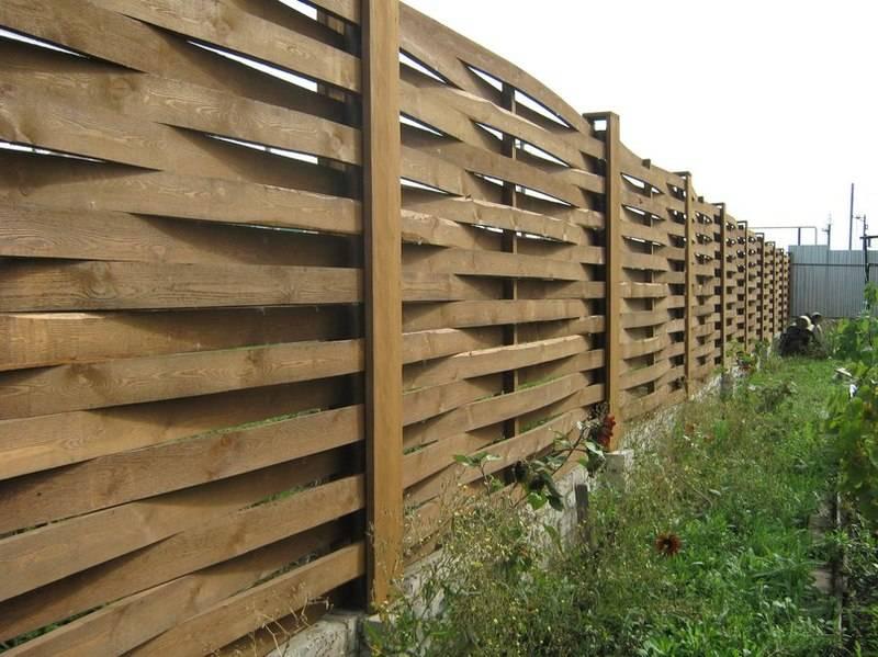 Забор из доски своими руками: расчет, выбор материала, [21 фото]