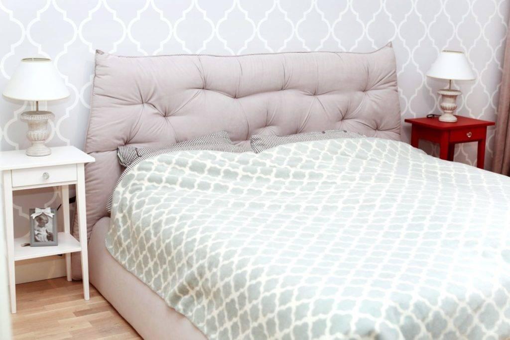 Из обычных досок сами сделали изголовье для кровати. получилось очень аккуратно, и сэкономили немало денег