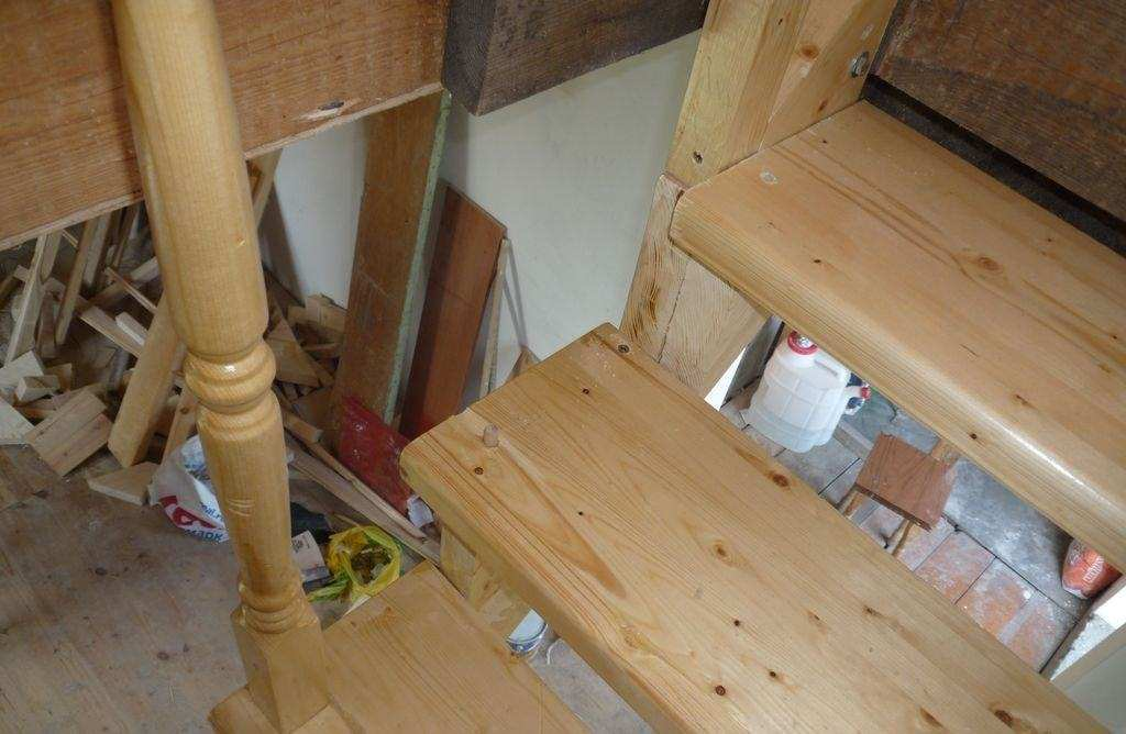 Установка балясин на деревянную лестницу своими руками - способы крепления, пошаговая инструкция с фото