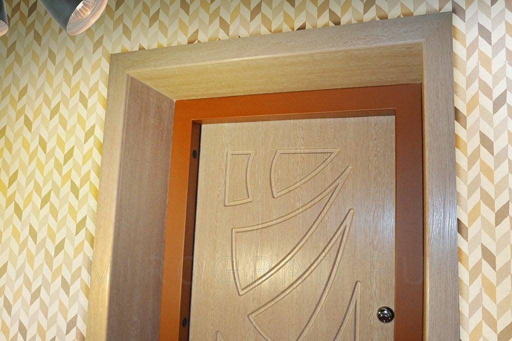 Из чего делают откосы на входные двери — освещаем вопрос