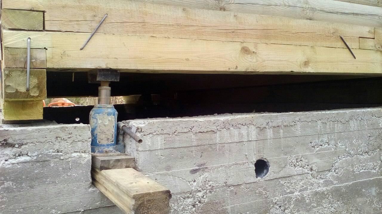 Как заменить фундамент под деревянным домом? обзор- виды и пошагово +видео