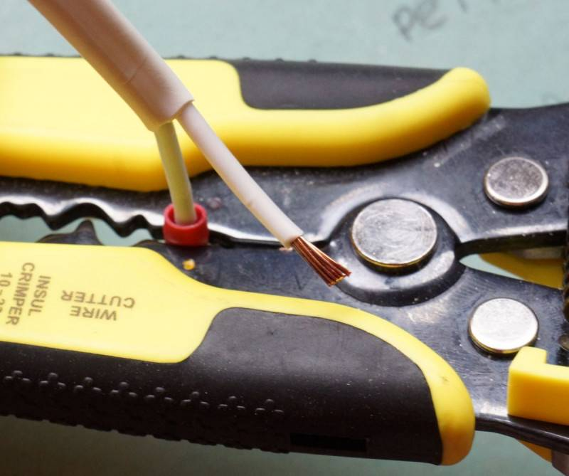 Инструмент для снятия изоляции с проводов: многообразие приспособлений – советы по ремонту