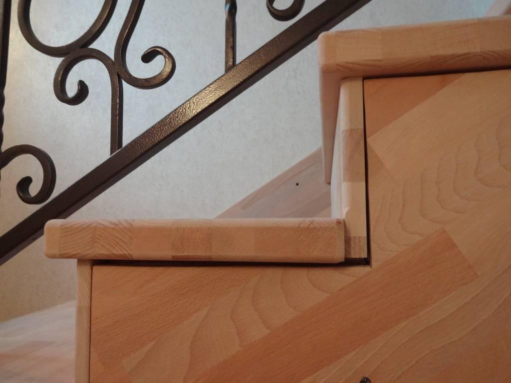 Металлическая лестница в загородном доме, отделка деревом, как правильно делать