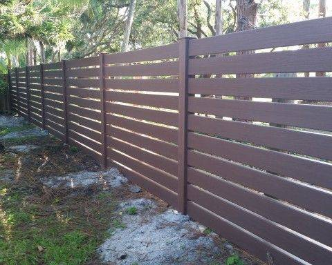 Забор из досок: разнообразие вариантов и строительство своими руками