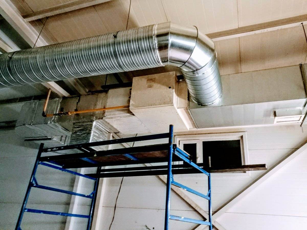 Воздушное отопление частного дома своими руками - гравитационный и принудительный принцип, сложности монтажа, выбор теплогенератора