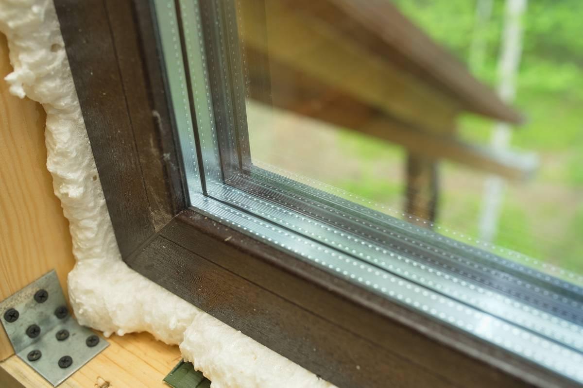 Как утеплить откос пластикового окна внутри дома и с улицы