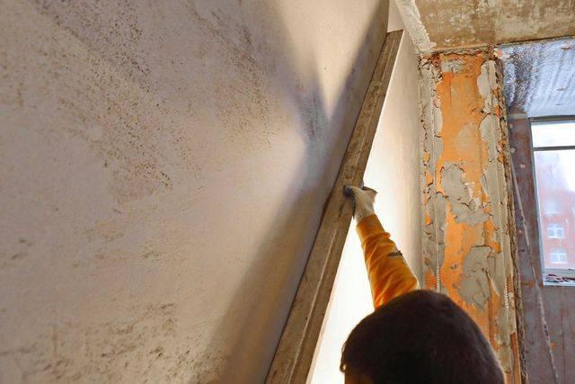 Как подготовить стены под штукатурку?