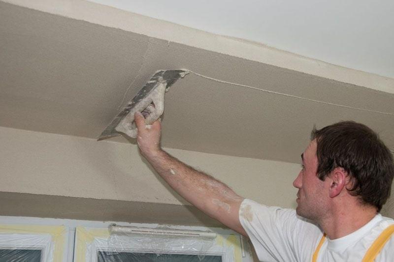 Как штукатурить потолок: подробная инструкция!