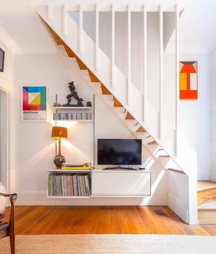 20 способов использовать пространство под лестницей