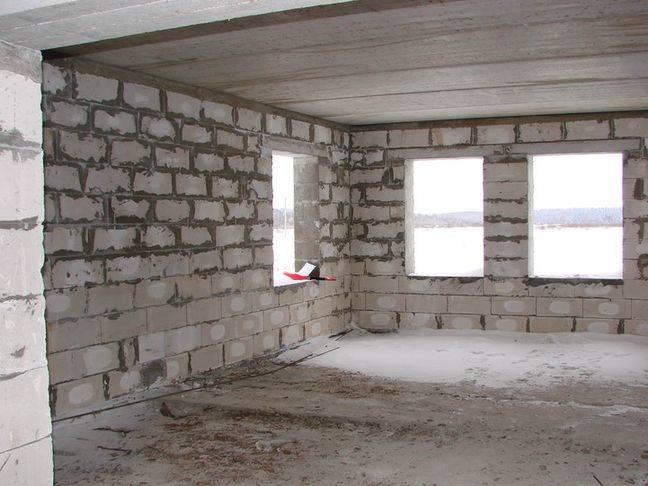 Дом из кирпича и газобетона: какой материал лучше выбрать для строительства?