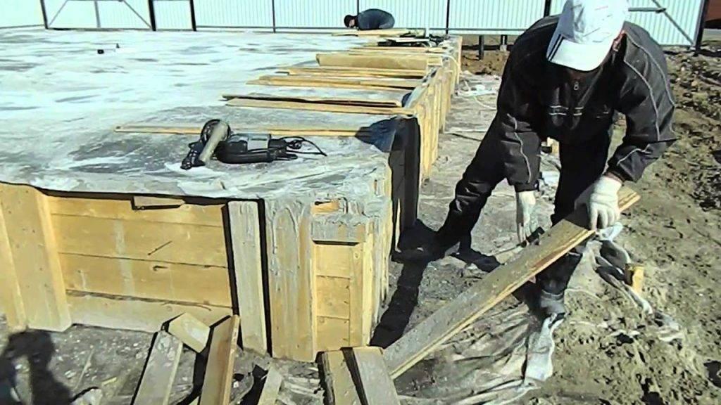Когда снимать опалубку после заливки бетона