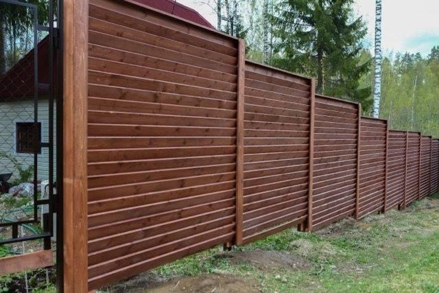 Деревянный забор - 100 фото лучших идей и проектов. обзор популярных моделей и постройка своими руками