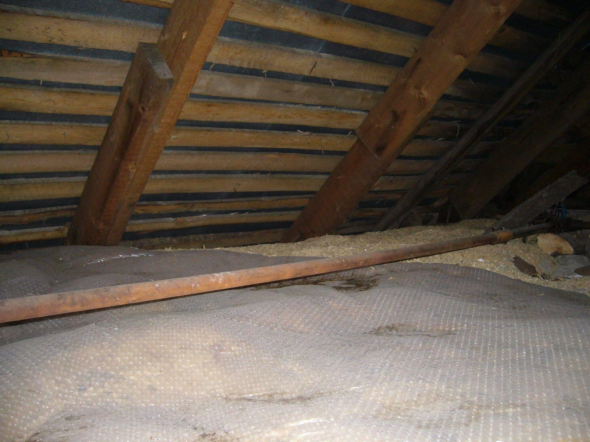 Как утеплить потолок со стороны чердака в частном доме?