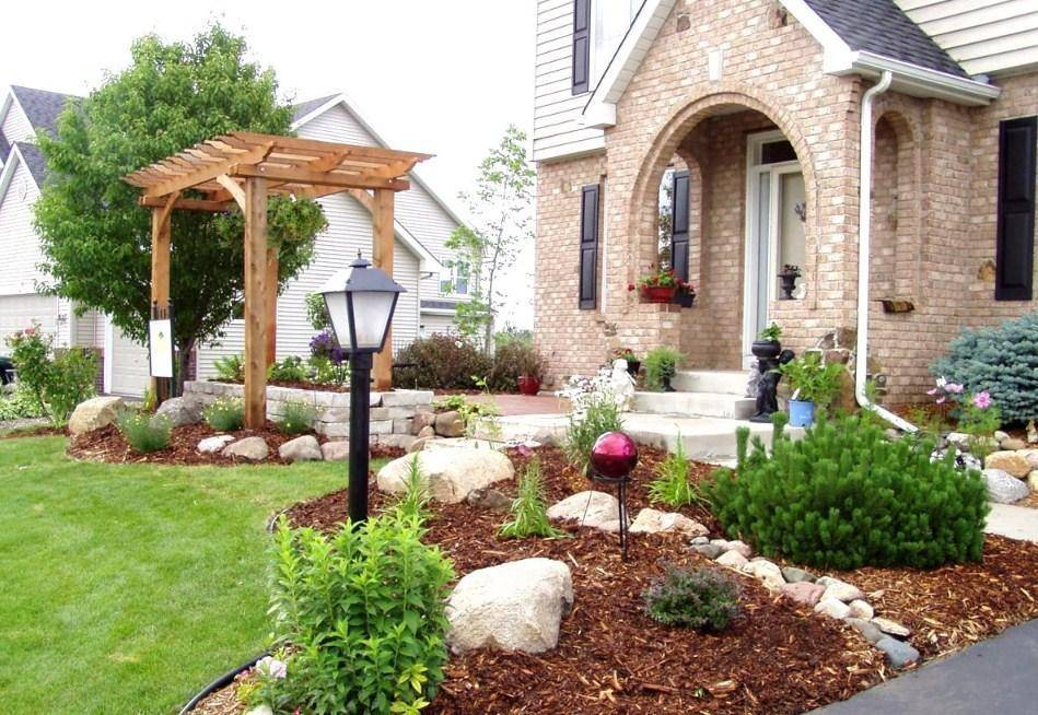 Ландшафтный дизайн перед домом (46 фото):  как сделать декор территории таунхауса хвойными растениями своими руками, дизайнерские решения для ландшафта