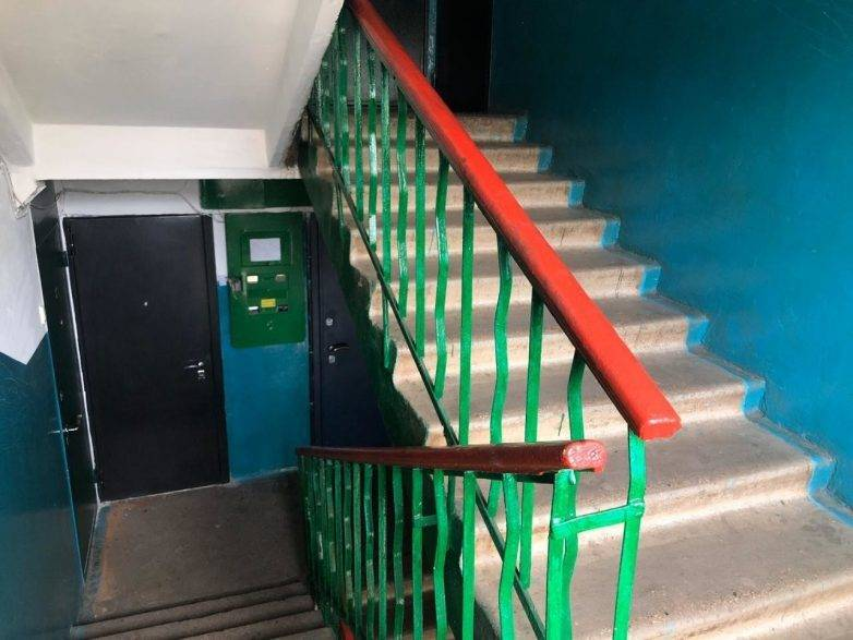Почему подъезды в ссср красили в синий и зеленый цвета