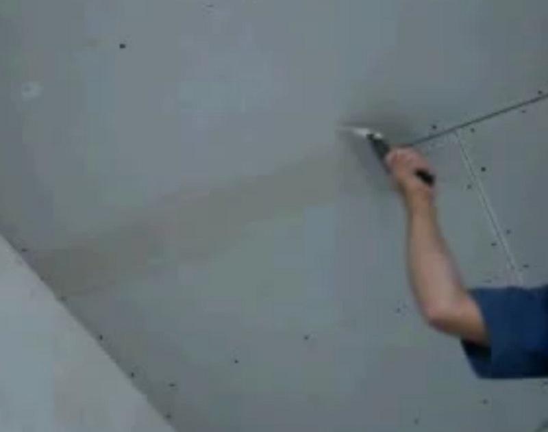 Штукатурка потолка своими руками: чем и как правильно штукатурить (видео)
