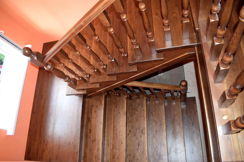 Как выполняется обшивка металлической лестницы деревом