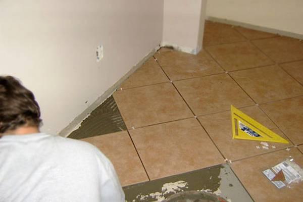 Укладка плитки на пол по диагонали своими руками - как класть плитку правильно?