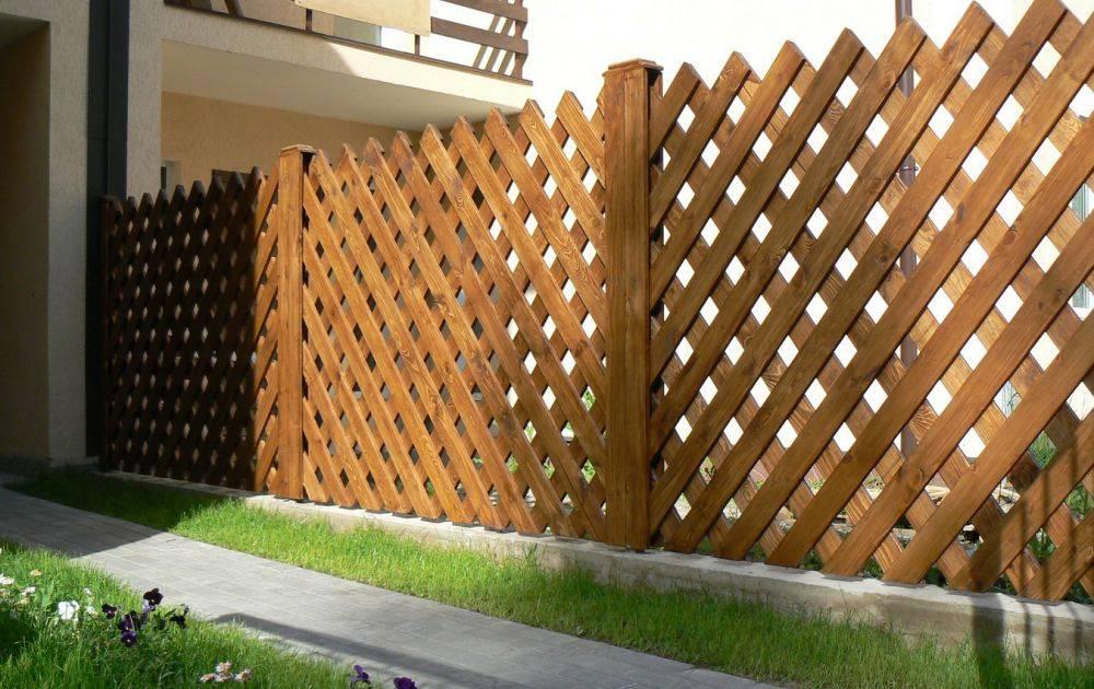 Деревянный забор своими руками: пошаговая инструкция, фото