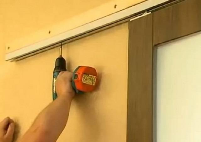 Раздвижные двери из поликарбоната своими руками  варианты, особенности и виды материалов – первый дверной
