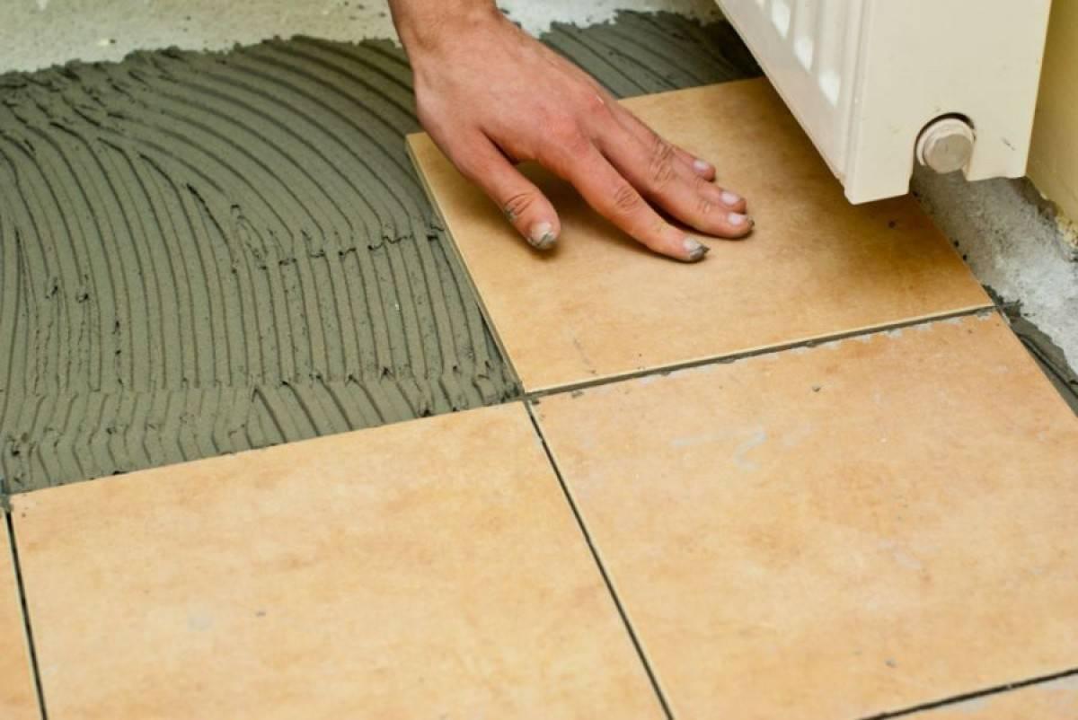 Укладка плитки на деревянный пол задача сложная, но выполнимая