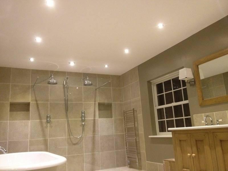 Какой потолок лучше сделать в ванной?