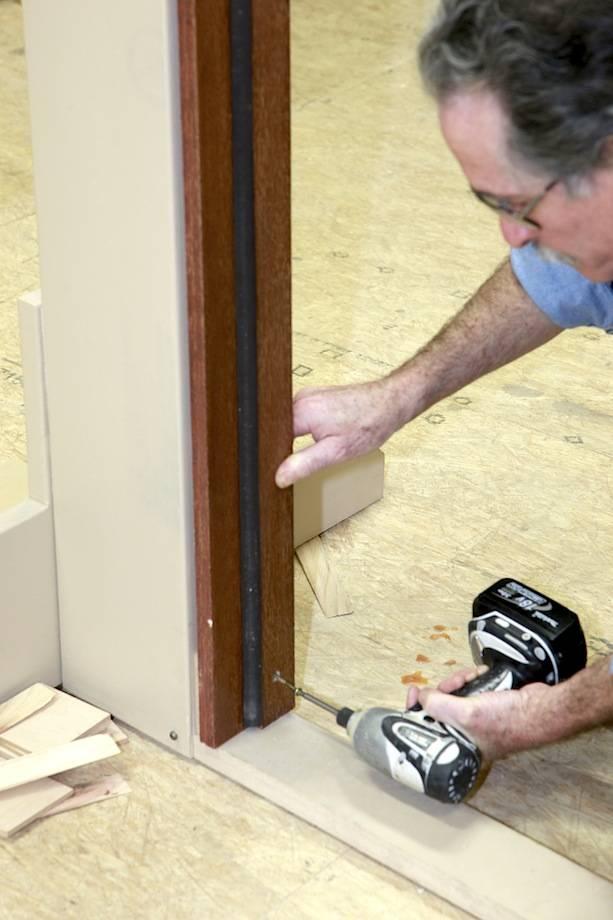Дверная коробка своими руками — поэтапный процесс сборки и установки