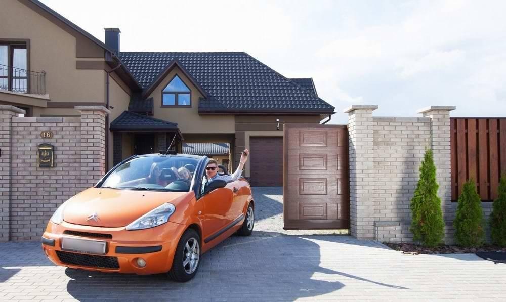 Выбираем ворота для гаража, открывающиеся вверх: рулонные, секционные, подъёмно-поворотные