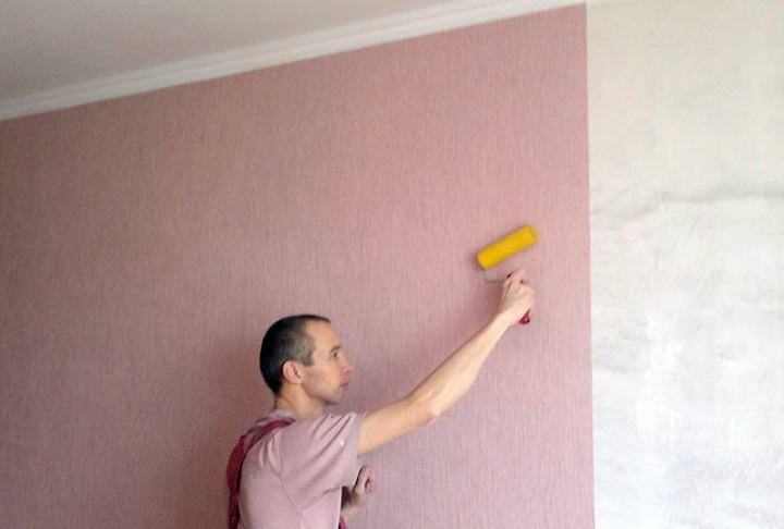 Как клеить стеклообои под покраску: на стены, потолок, правильный клей