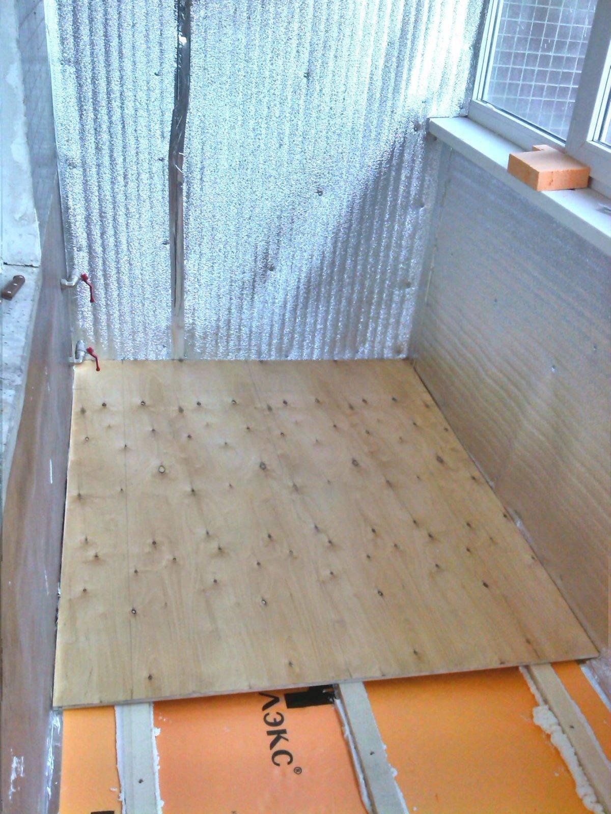Напольное покрытие на балконе или лоджии своими руками: как выровнять, чем отделать и пошаговая инструкция по монтажу