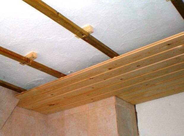 Как обшить вагонкой потолок, обустроить обрешетку, как правильно установить вагонку на потолок, какой дизайн выбрать, преимущества двухуровневой конструкции, фото и видео инструкции
