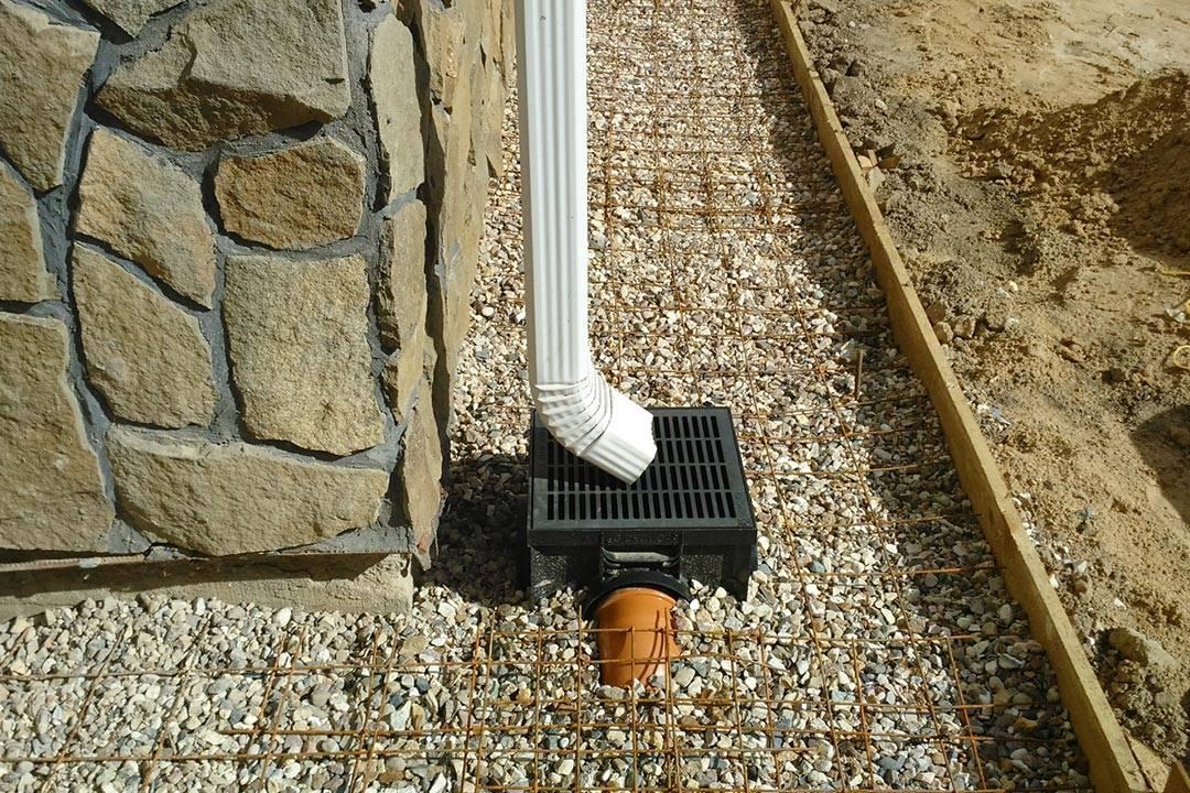 Ливневка и дренаж вокруг дома: техника обустройства водоотвода своими руками