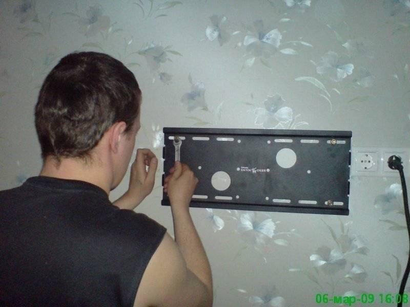 Как повесить телевизор на стену с кронштейном, лучшие крепления